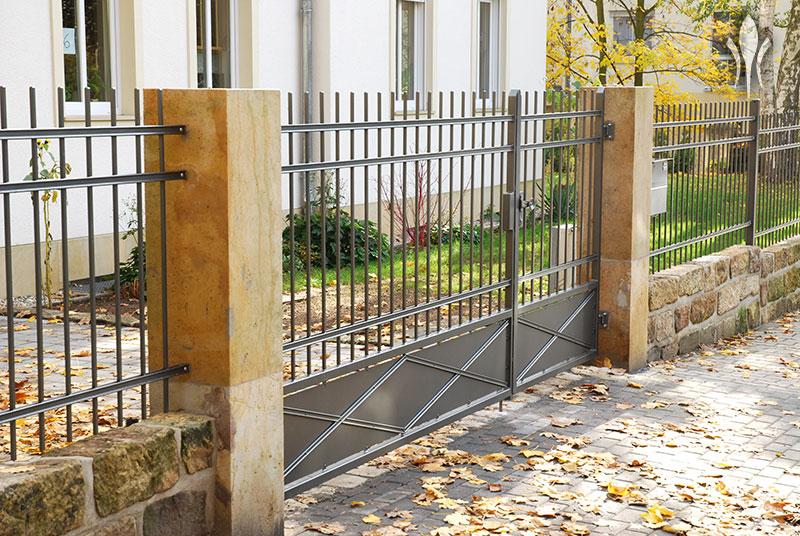 Holz U Metallzaune Bruchsteinmauern Betonelemente Zur